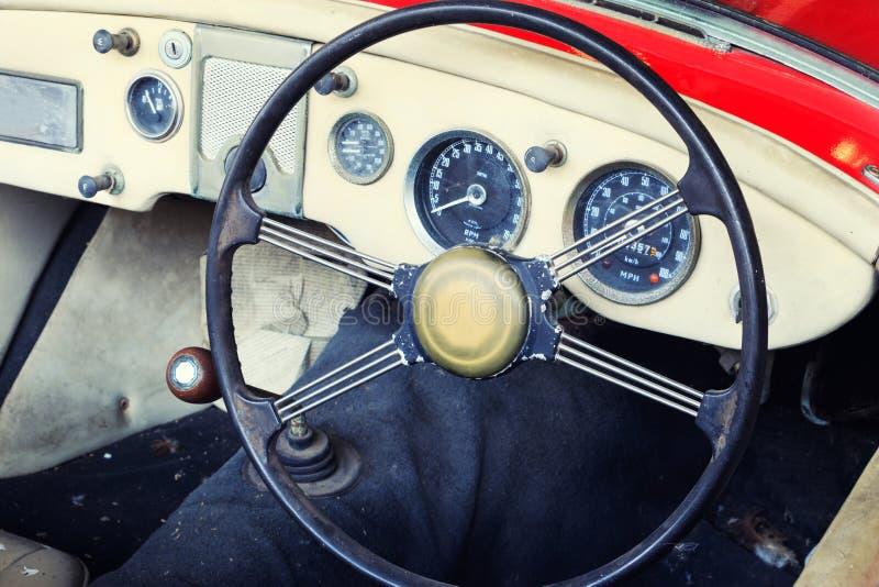 Plan rapproché des détails de roue de voiture de vintage image stock