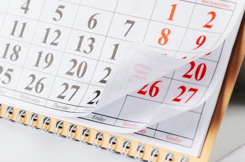 Plan rapproché des dates à la page de calendrier image stock