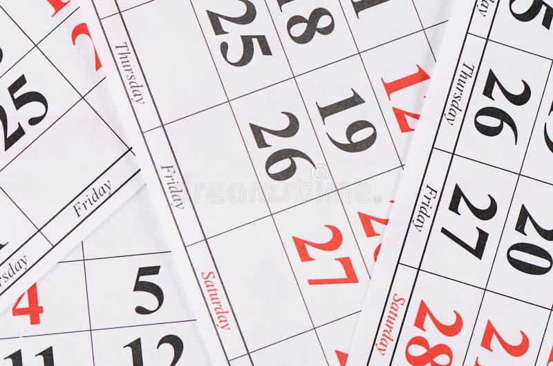 Plan rapproché des dates à la page de calendrier images stock