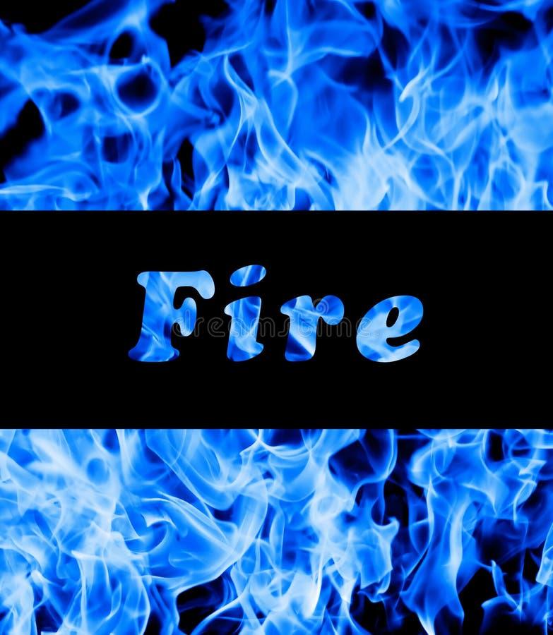 Plan rapproché des flammes bleues d'incendie photo stock