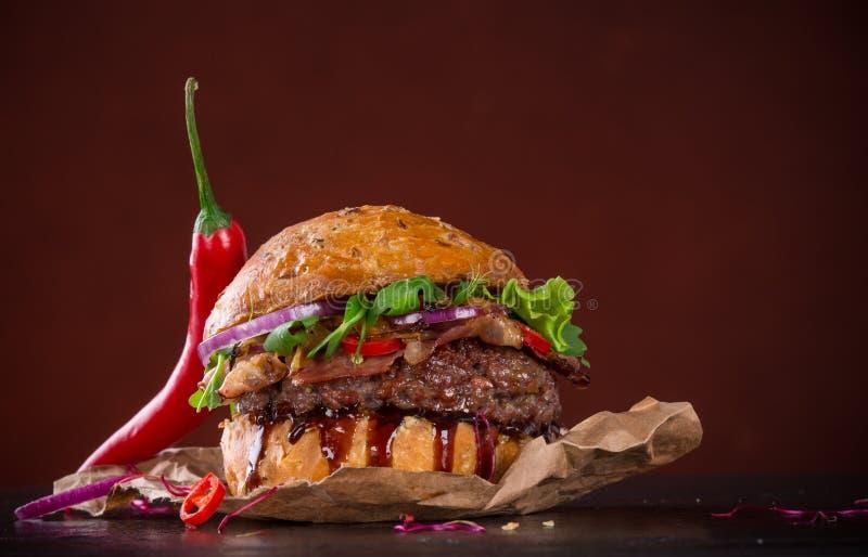 Plan rapproché des hamburgers faits à la maison images stock