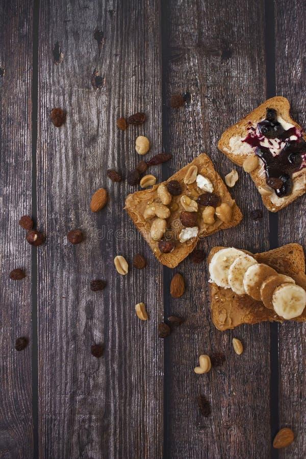 Plan rapproché des pains grillés de matin photographie stock libre de droits