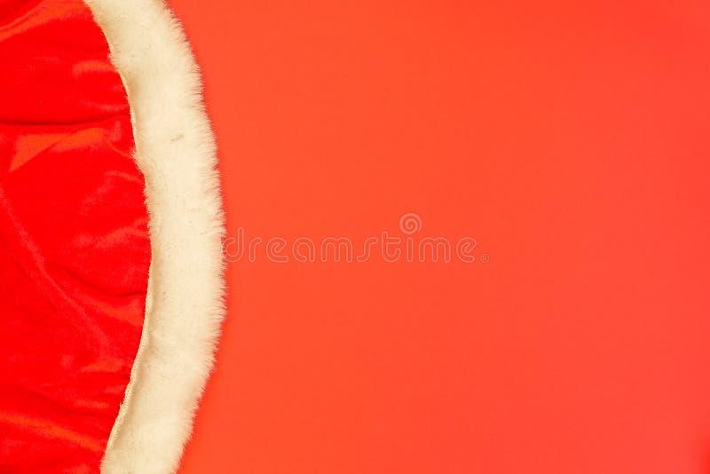 Plan rapproché des vêtements du ` s de Santa Fond rouge de Noël photo stock