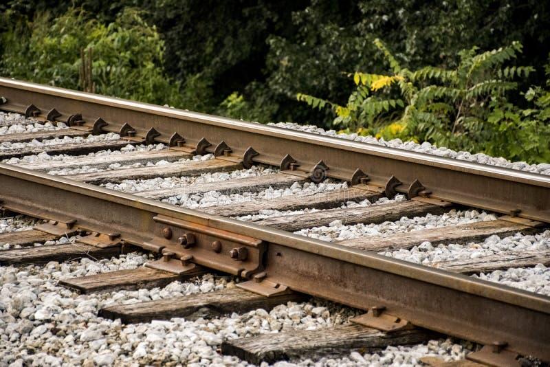 Plan rapproché des voies ferrées à l'angle image libre de droits