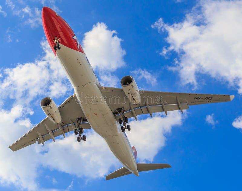 Plan rapproché du dessous de Jet Aircraft images stock