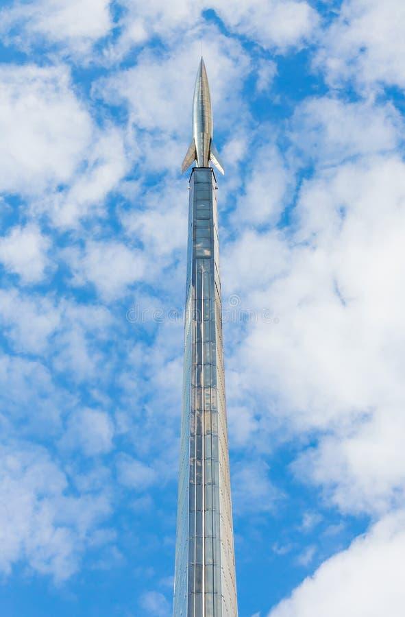 Plan rapproché du monument aux conquérants de l'espace à Moscou, RU image libre de droits