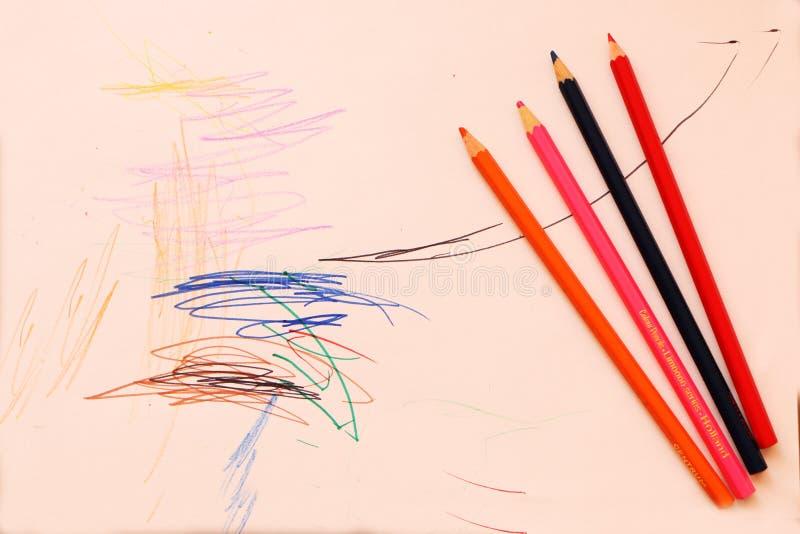 Plan rapproché - du premier le dessin enfant dans la vie photographie stock