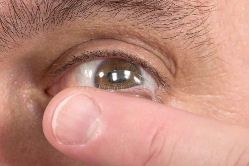 Plan rapproché du verre de contact et de l'oeil 3 photo libre de droits