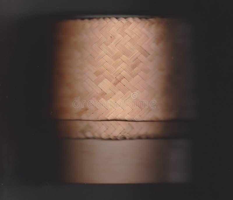 Plan rapproché en bambou de métier sur le fond noir photo stock