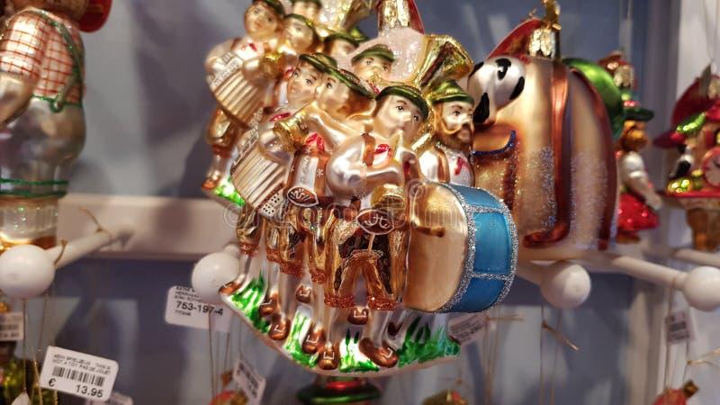 Plan rapproché en verre de luxe d'ornements de Noël Plan rapproché traditionnel allemand d'ornements d'arbre de Noël de musiciens image stock