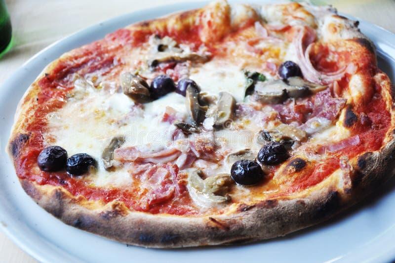 Plan rapproché fait maison savoureux de pizza photos libres de droits