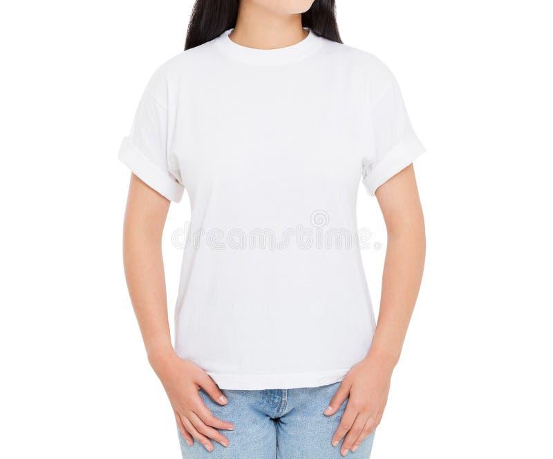 Plan rapproch? femelle de T-shirt - fille dans le T-shirt ?l?gant d'isolement image stock