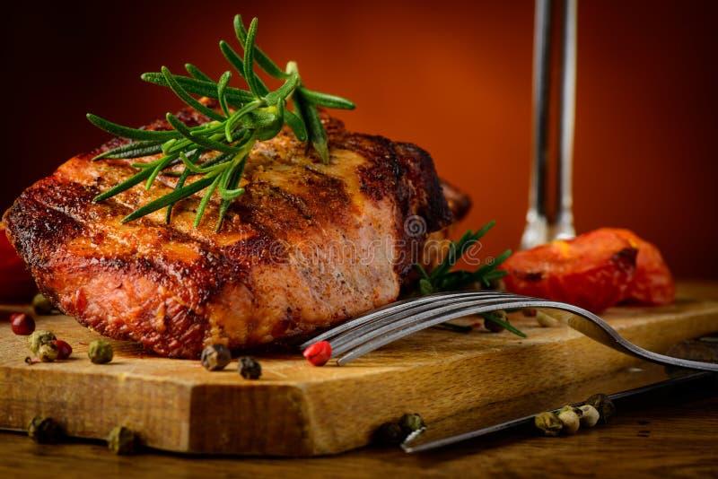 Plan rapproché grillé de bifteck images stock