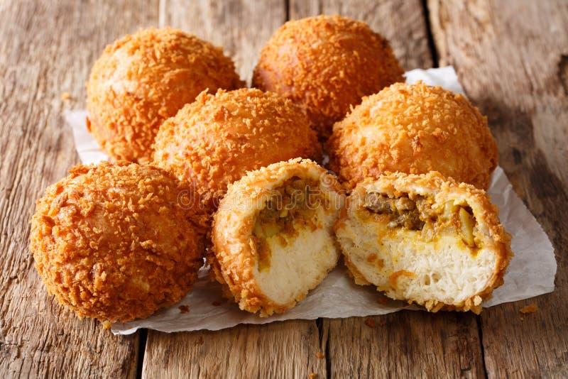 Plan rapproché japonais appétissant de Kare-casserole de pain sur un parchemin Hori image stock
