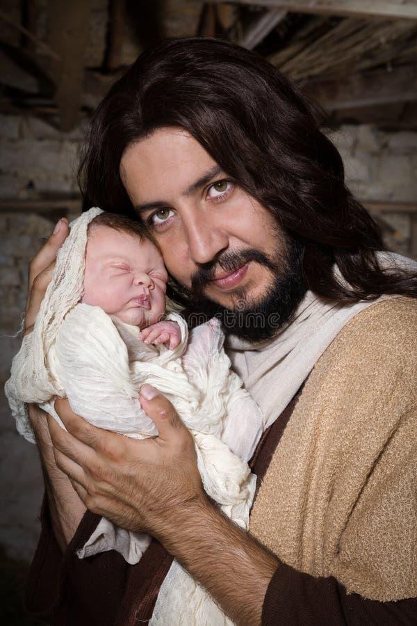 Plan rapproché Joseph et bébé Jésus photo libre de droits