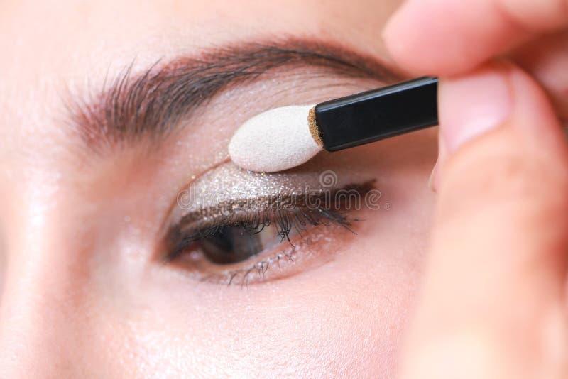 Plan rapproché Maquillage de sourcil, longs cils, brosse photo stock