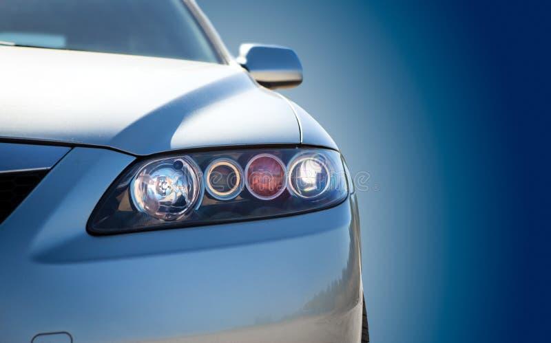 Plan rapproché moderne bleu de voiture photographie stock libre de droits