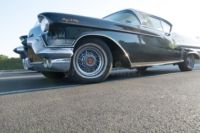 Plan rapproché noir classique de Cadillac images stock
