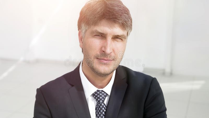Plan rapproché Portrait d'un employeur réussi bienveillant image stock