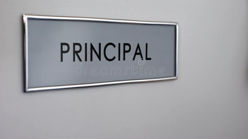 Plan rapproché principal de bureau de porte de bureau, visite au directeur d'école, système d'éducation illustration stock