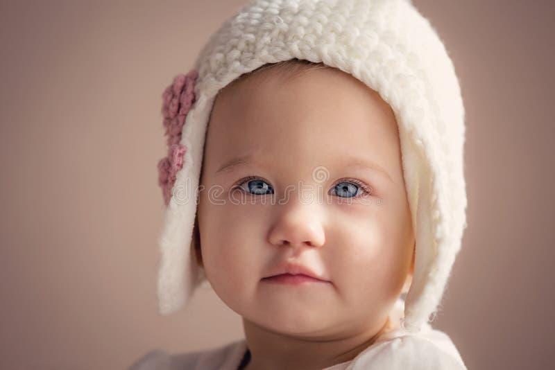Plan rapproché renversant de bébé images libres de droits
