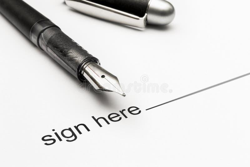 Plan rapproché sur la pièce à signer d'un document administratif photographie stock