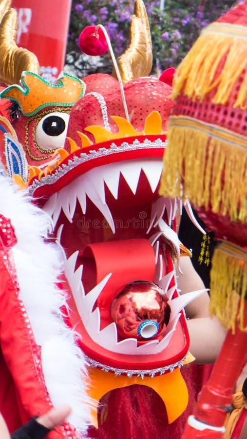 Plan rapproché sur le dragon chinois sur le festival de rue image stock