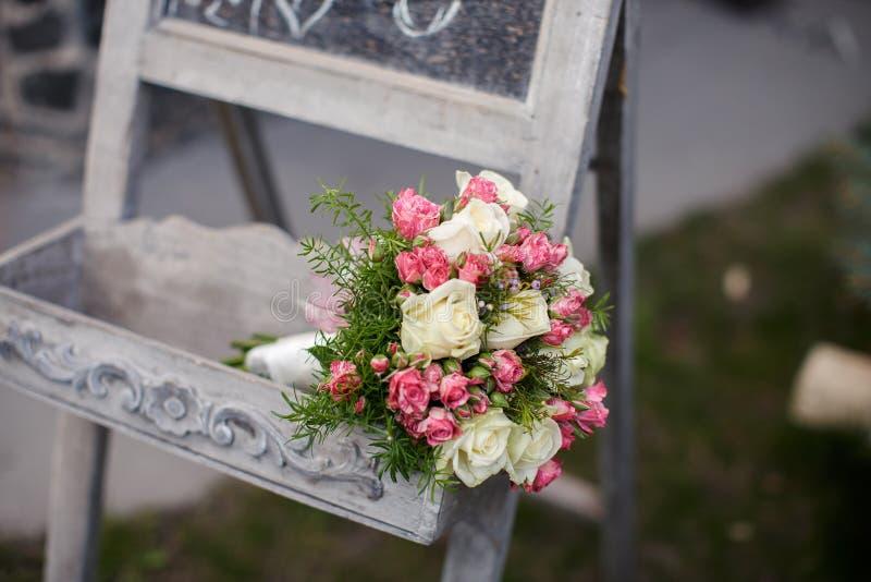 Plan rapproché tiré du beau bouquet de mariage photo libre de droits