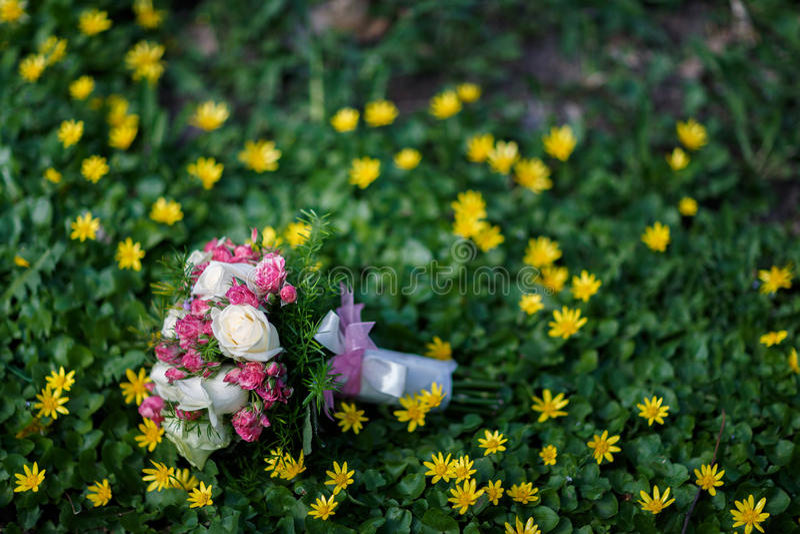 Plan rapproché tiré du beau bouquet de mariage photos stock