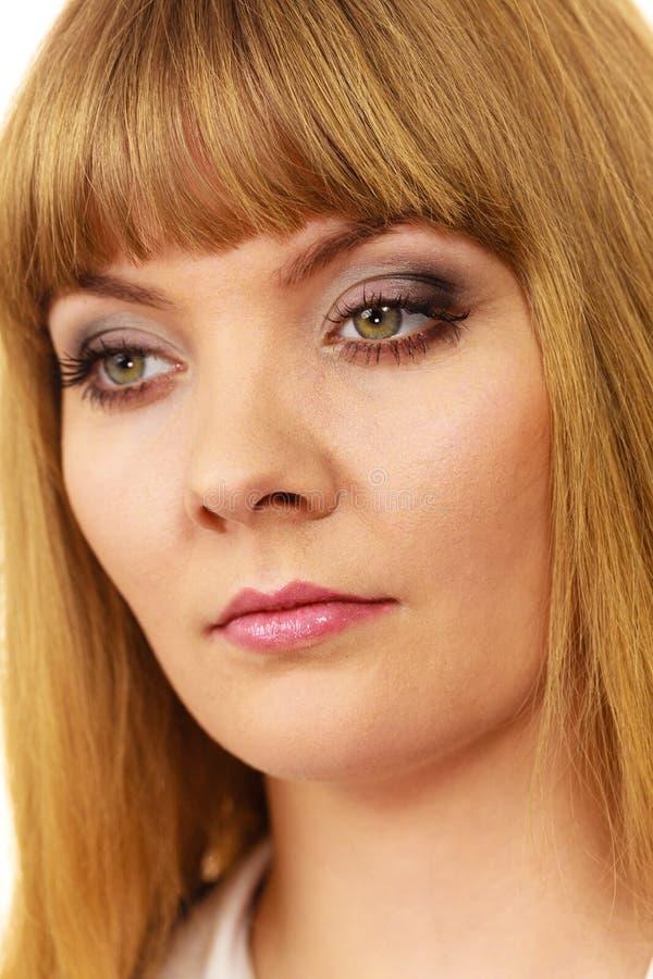Plan rapproché triste d'expression de visage de femme image stock