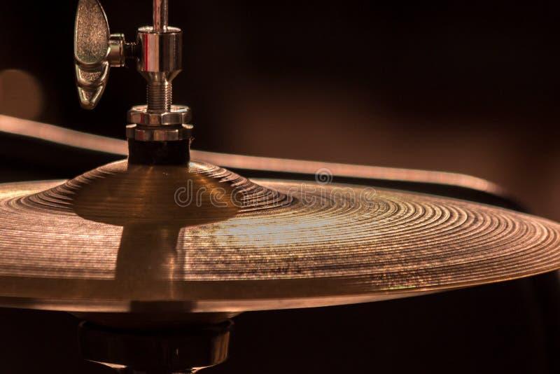 Plan rapproché Une plaque de métal d'un ensemble de tambour photographie stock libre de droits