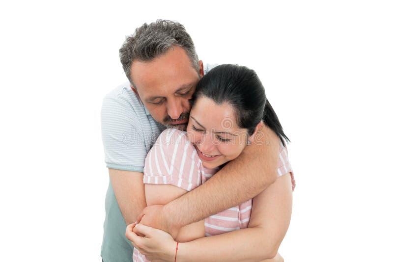 Plan rapproch? d'?treindre de couples images stock