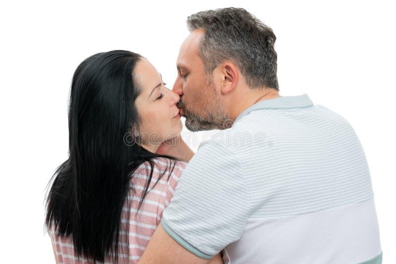 Plan rapproch? des baisers de couples photos stock