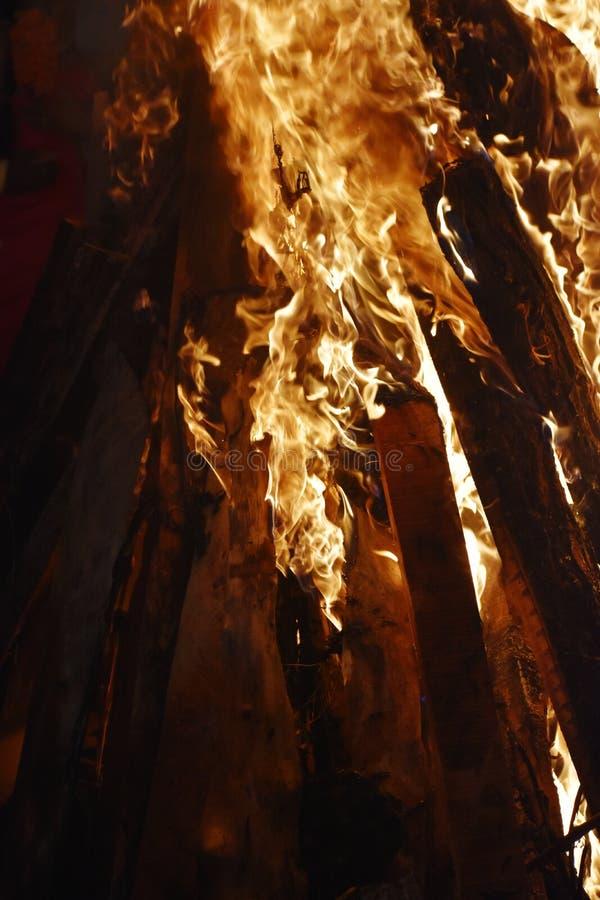 Plan rapproch? du feu ? la p?riode du festival photo libre de droits