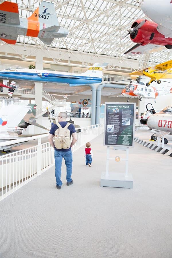 Plana skärmar på luftmuseet royaltyfri foto