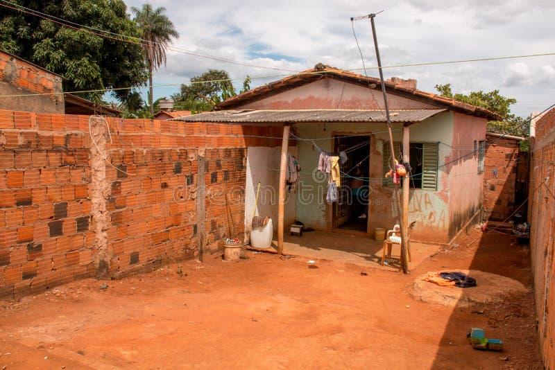 Planaltina, Goias, Brasil 28 de abril de 2018: Condições de abrigo pobre extremas em Brasil imagens de stock