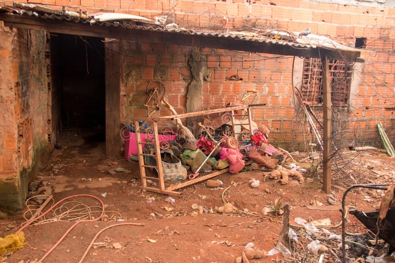 Planaltina, Goias, Brasil 28 de abril de 2018: Condições de abrigo pobre extremas que são encontradas geralmente durante todo Bra fotos de stock royalty free