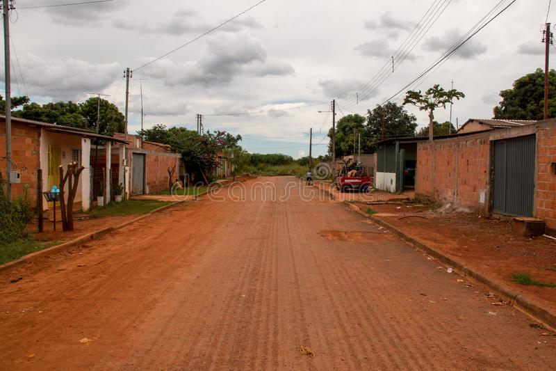 Planaltina, Goias, Brasil 28 de abril de 2018: Ruas sujas típicas encontradas através de Brasil imagem de stock royalty free