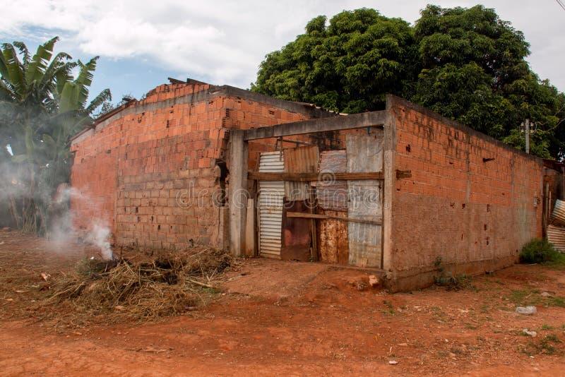 Planaltina, Goias, Brasilien 28. April 2018: Extreme schlechte Wohnverhältnisse in Brasilien stockbild
