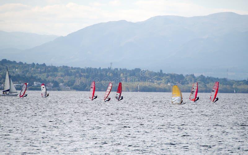 Planche à voile chez le San Roque Lake image libre de droits