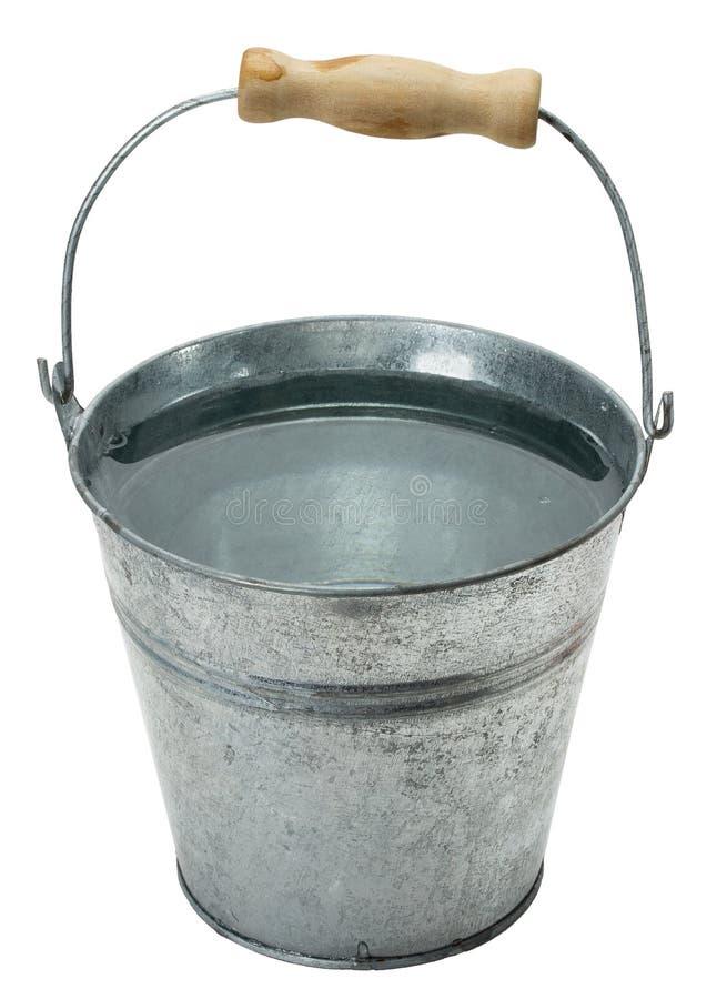 Planche el cubo con agua aislada en el fondo blanco foto de archivo libre de regalías