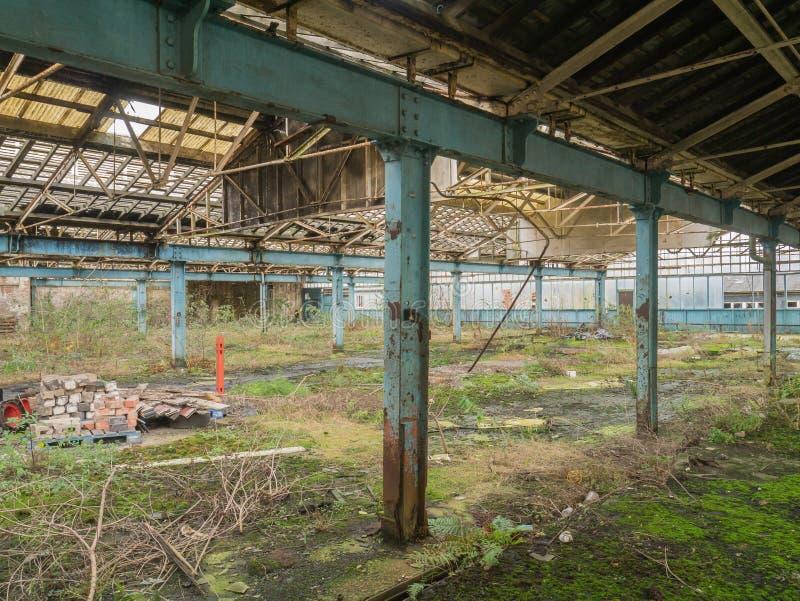 Plancher abandonné d'usine images stock