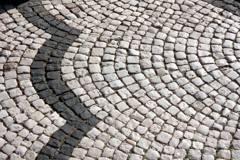 Plancher d'une rue avec les tuiles en pierre Plancher d'une rue avec les tuiles en pierre Archivio Fotografico - 78112153 images stock