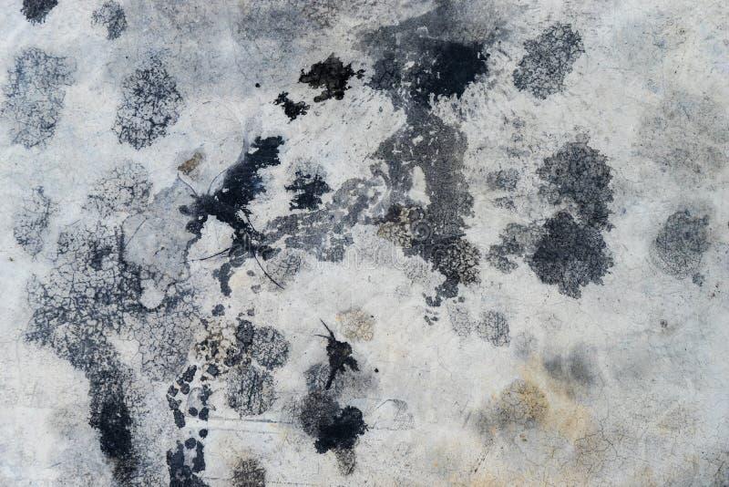 Plancher de ciment avec l'éclaboussure d'huile à moteur pour la texture images libres de droits