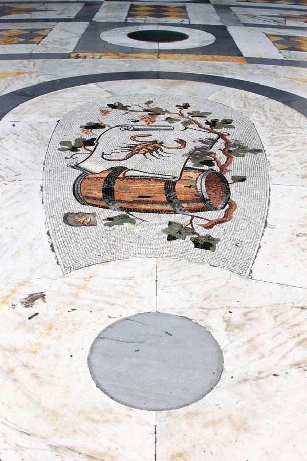 Plancher de mosaïque dans le puits Umberto I, Naples, Italie image stock