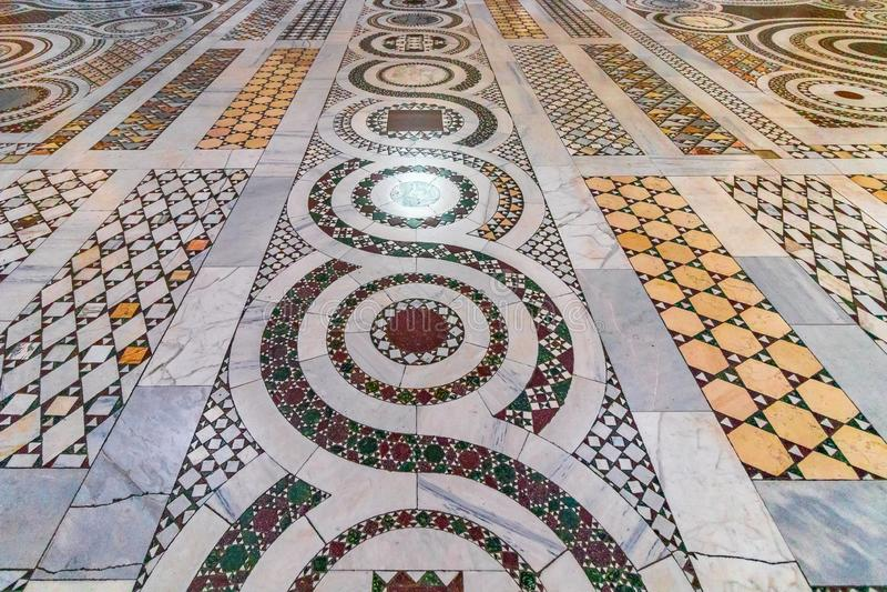 Plancher de mosaïque de la basilique de St Giovanni dans la basilique d de Rome images libres de droits