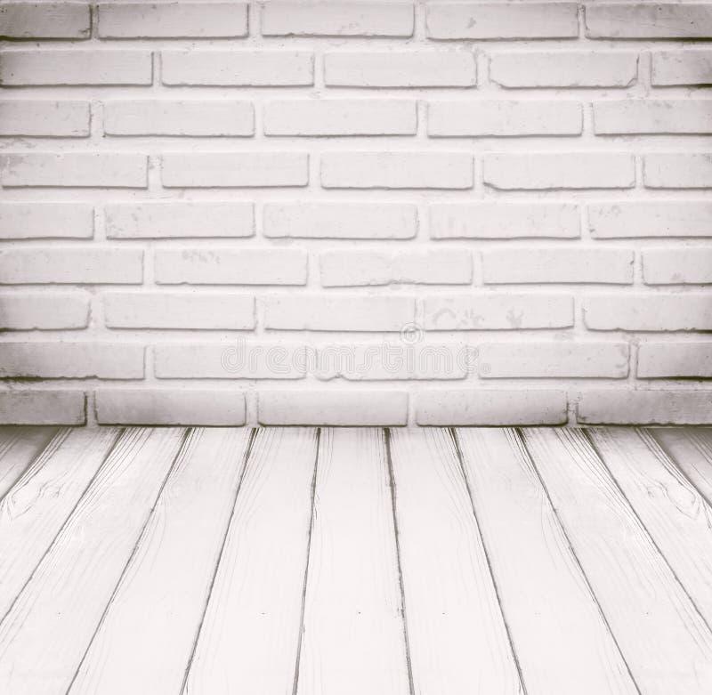 Plancher de pièce blanche, de mur de briques et en bois pour le fond photo libre de droits