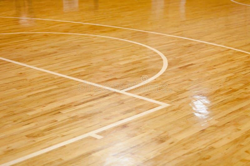 Plancher en bois de terrain de basket photographie stock libre de droits