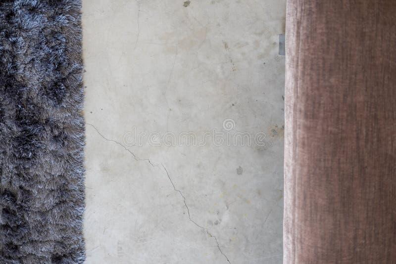 Plancher mou gris-foncé de ciment de tapis d'en haut images stock