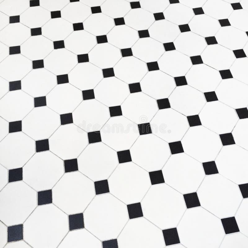 Plancher noir et blanc de carreaux de céramique images stock
